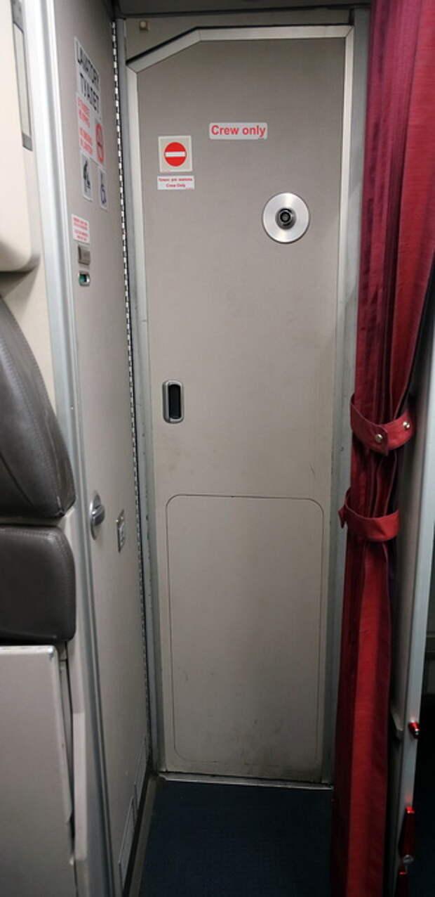 Стук-стук, я твой друг (дверь и замок кабины экипажа Airbus-320)