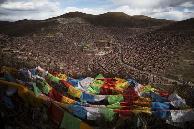 Крупнейший буддийский институт Ларунг Гар