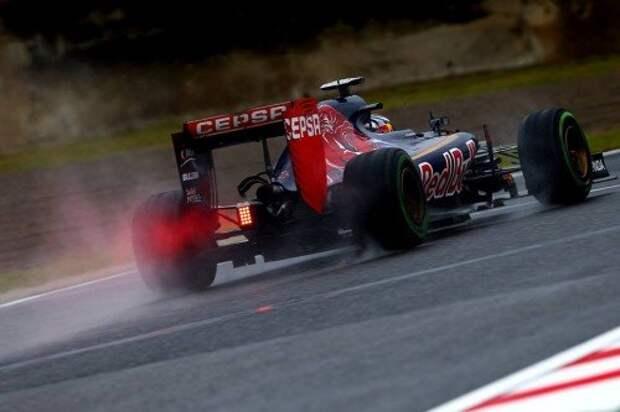 Ранее, в первом сегменте квалификации автомобиль Макса Ферстаппена (Toro Rosso) остановился на траектории, и сессия также была прервана.