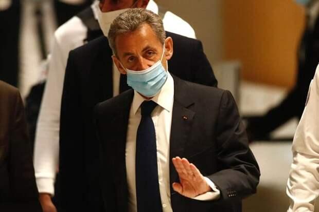 Суд признал Николя Саркози виновным в коррупции