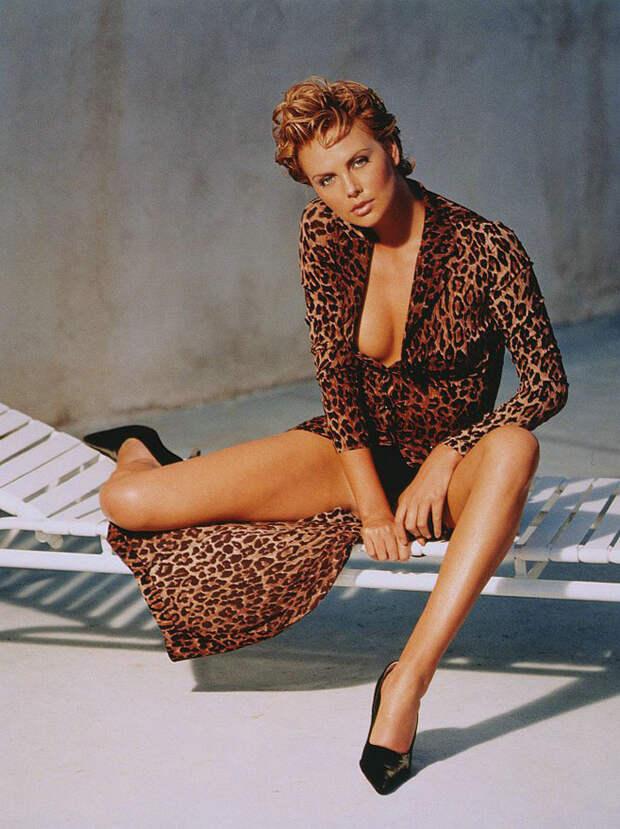 Шарлиз Терон (Charlize Theron) в фотосессии Ланса Стэдлера (Lance Staedler) (1997), фото 10