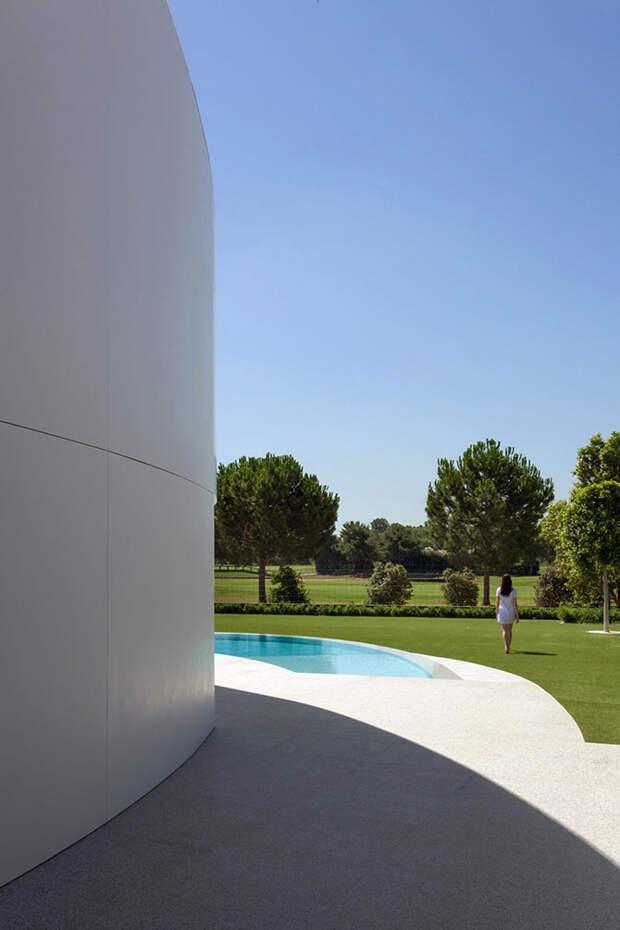 Интересный особняк в пригороде Валенсии