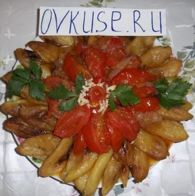 Печеный перец с помидорами и луком