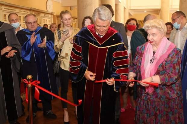 В университете на Ленинградке открылась галерея выдающихся выпускников