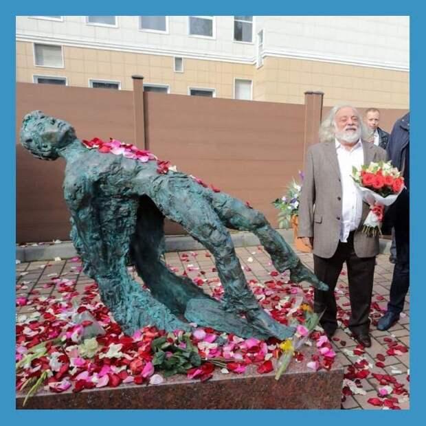 Уродливый памятник Есенину – это очередная диверсия иудеев-сатанистов против России