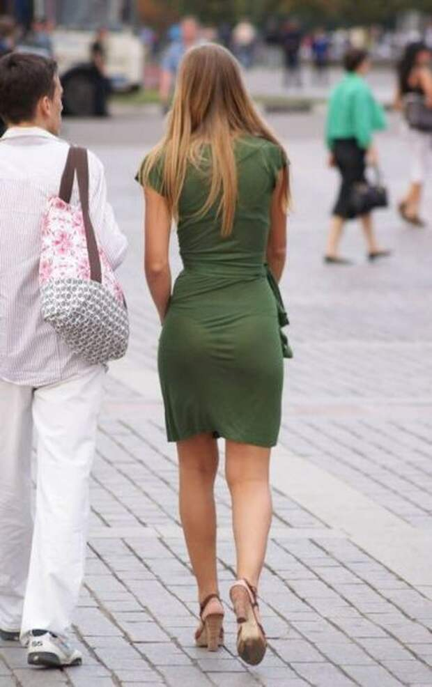 Привлекательные девушки на улицах города (49 фото)