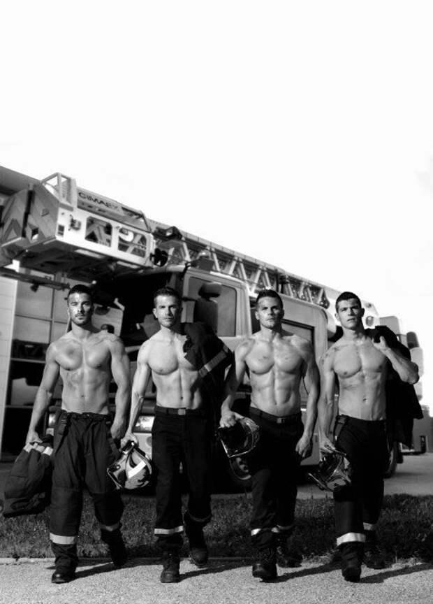 Французские пожарные разделись для календаря