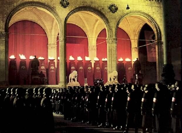 Церемония на фотографии состоялась в нацистской Германии в 1938 году.