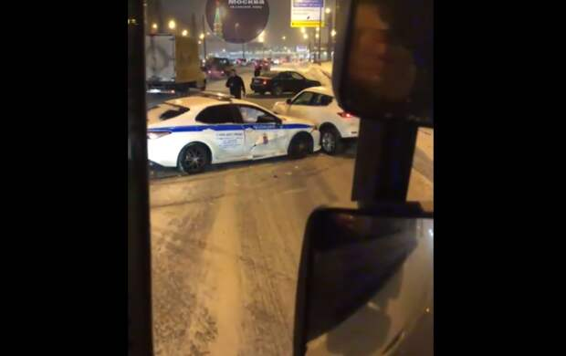 Авария с участием автомобиля ДПС произошла на проспекте Маршала Жукова