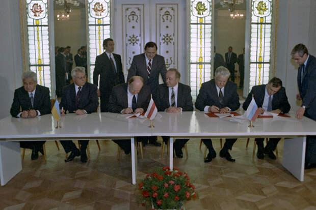 """Об """"угнетающих имперских"""" амбициях русских: а ведь Россия просто отпустила всех, даже без """"спасибо"""""""