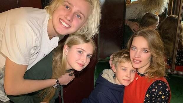 Водянова сменила фамилию, а ее дети не говорят по-русски: неожиданные факты о семье модели