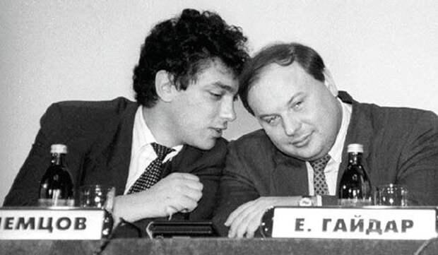 Борис Немцов и Егор Гайдар. 90-ые годы.