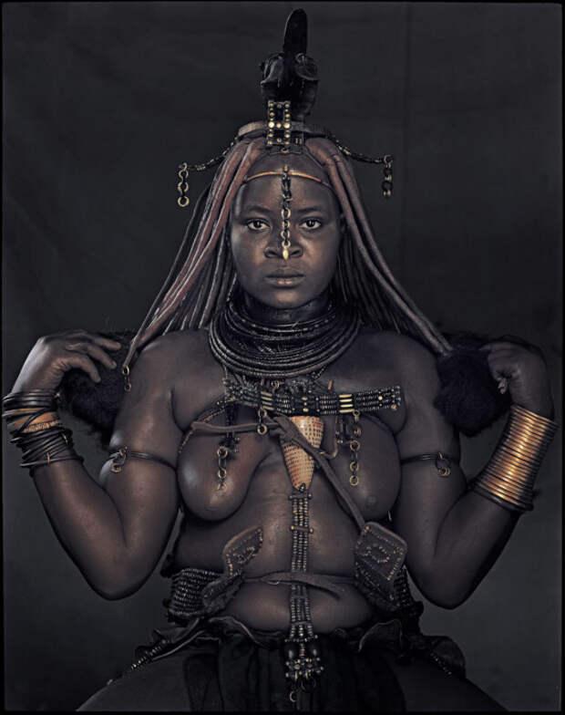 Этикет химба требует от женщин обнаженной груди.