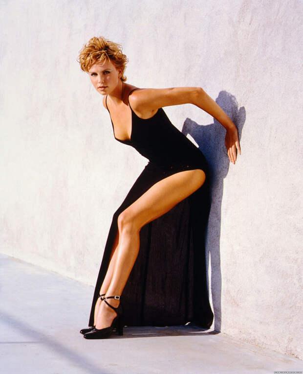Шарлиз Терон (Charlize Theron) в фотосессии Ланса Стэдлера (Lance Staedler) (1997), фото 2
