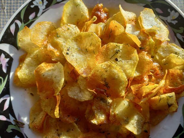 Картофельные чипсы: При чём тут сковородка из чугуна. Беру картошку, масло и укропчик