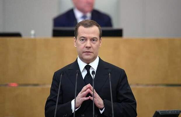 Медведев признал, что на пенсию  достойно не прожить