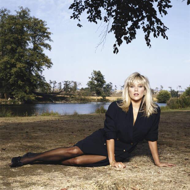 Саманта Фокс (Samantha Fox) в фотосессии Терри О'Нила (Terry O'Neill) (1990), фото 2