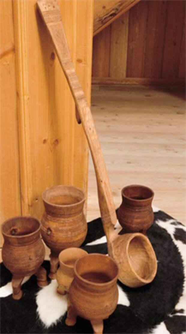 Якутские чороны — деревянные трехногие сосуды с резным орнаментом для кумысопития