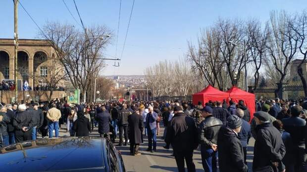 Москву достало: Два плана Пашиняна и хитрая рокировка на фоне бунта в Армении