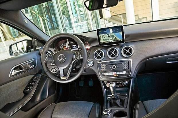 Модернизированный А‑класс прельщает восьмидюймовым дисплеем и мультимедийно- коммуникационными возможностями.