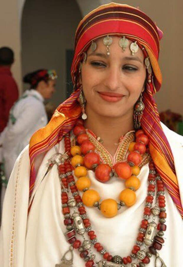 берберская женщина. Фото взято с сайта http://ru-sled.ru/