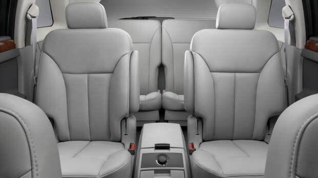 Салон Chrysler Pacifica мог иметь 5- или 6-местную конфигурацию. Автомобиль стал первым продуктом компании в альянсе DaimlerChrysler
