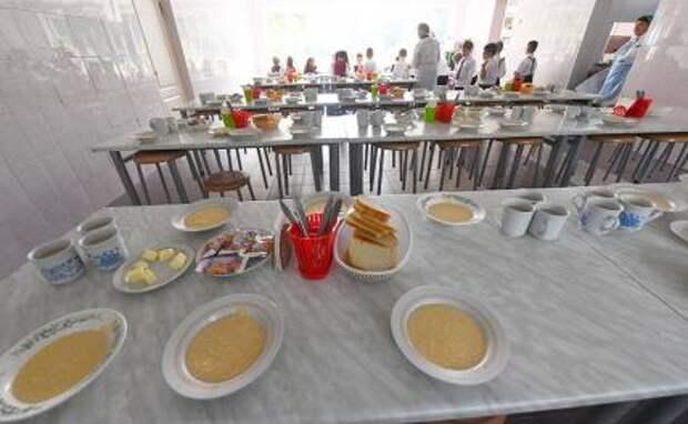 Школьников предложили кормить сертификатами вместо супа
