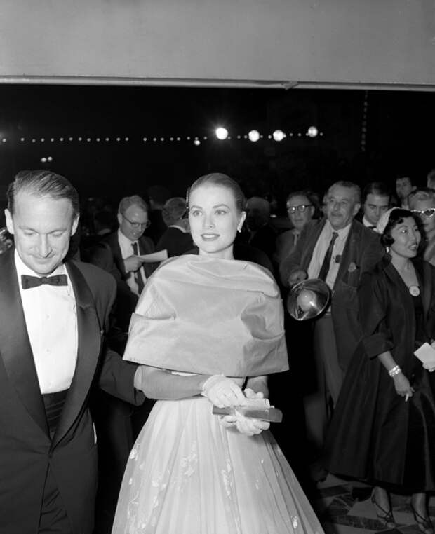 Grace Kelly arriving at the 28th annual Academy Awards, 1956