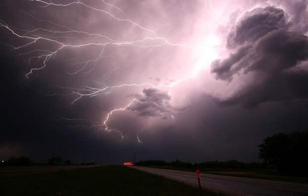 Учёные назвали место, куда молнии бьют 297 дней в году
