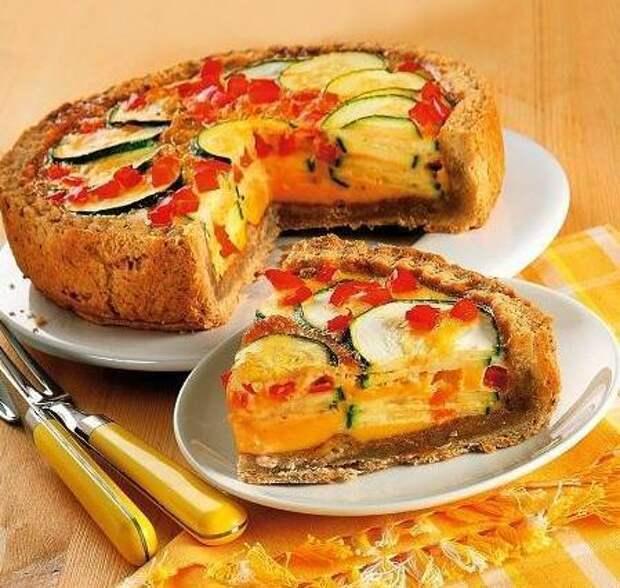 Пирог с цукини, сладким перцем и орехами
