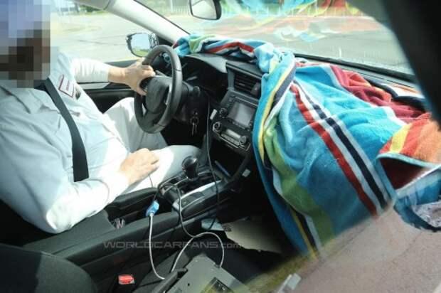 Новый седан Хонда Сивик показал упрощенный салон