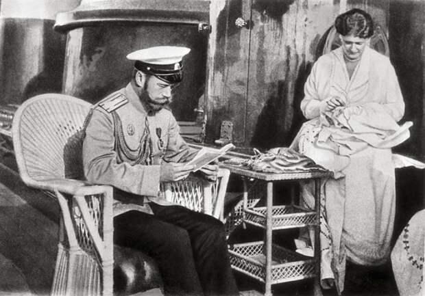 Николай II с женой, императрицей Александрой Федоровной