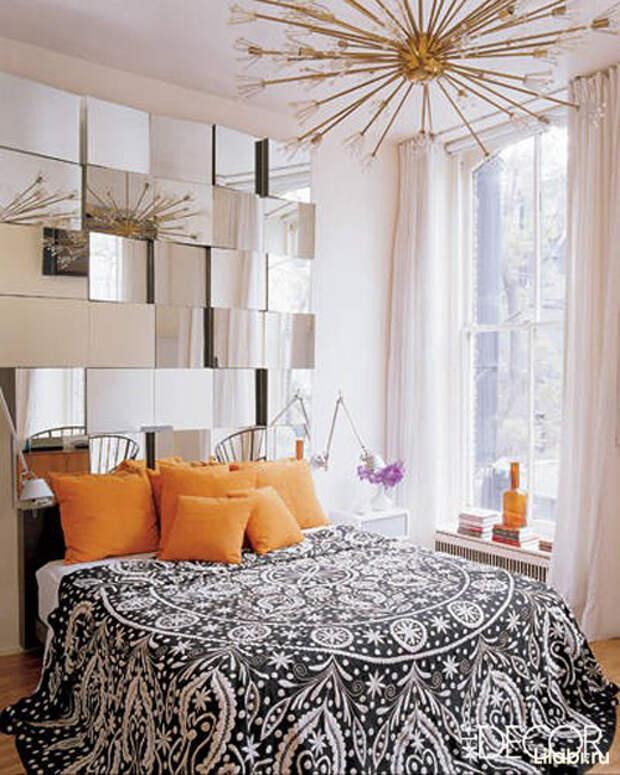 Украшение стен в квартире зеркалами в спальне