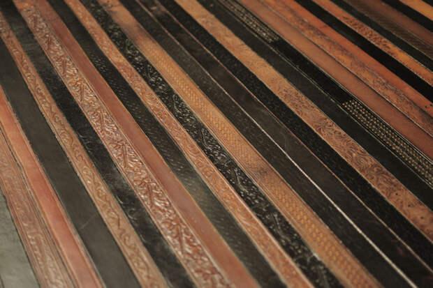 Пол из кожанных ремней. дизайн интерьера, полы