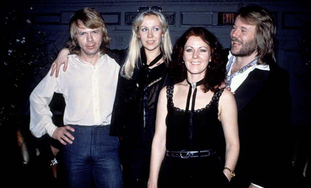 ABBA представят пять новых песен в следующем году