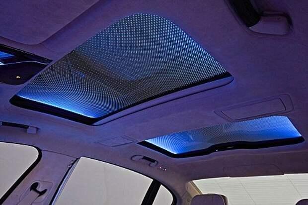 Панорамная крыша Sky Lounge предлагает на выбор подсветку шести оттенков.