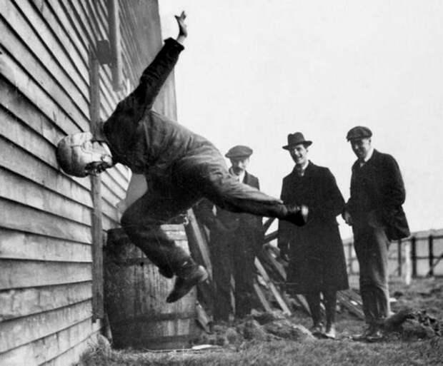 17. 1912 год. Тестирование шлемов для американского футбола. интересное, исторические фото, история, фото