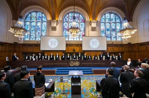 """Россия разрывает связи с западными """"антироссийскими"""" судами"""