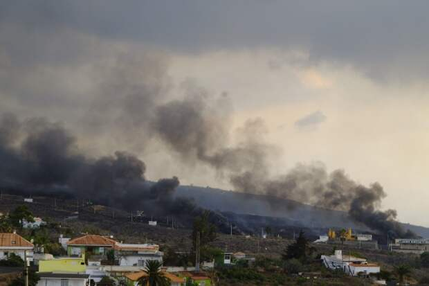 Теперь и землетрясение: сильнейшее за 100 лет извержение вулкана продолжает уничтожать остров Ла Пальма