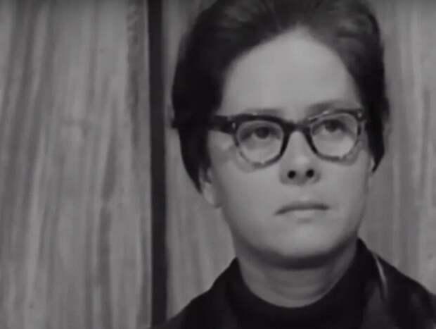 Как выглядели актеры первой экранизации «Служебного романа»
