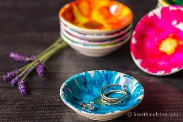 Из скромных пиал и блюдец можно сделать уникальные украшения