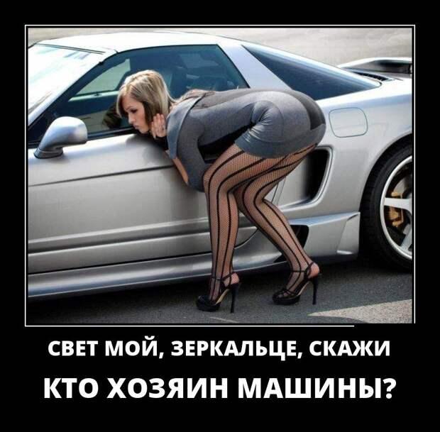 Крутейшая блондинка ехала по шоссе, и у машины кончился бензин...