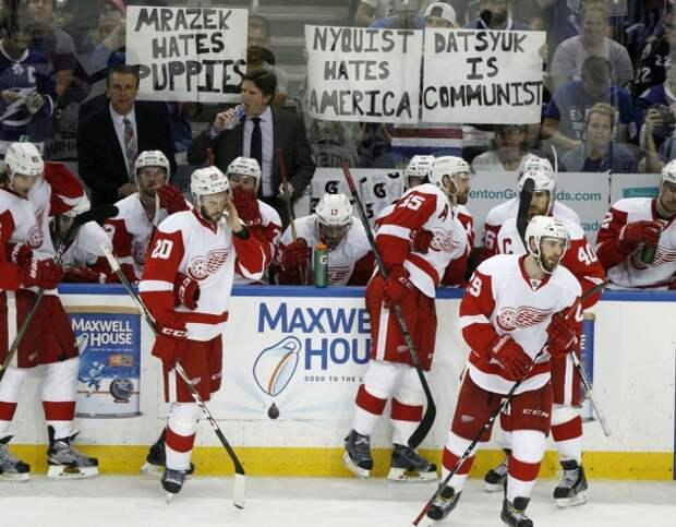"""Болельщики """"Тампы"""" вывесили плакат с надписью «Дацюк – коммунист»"""