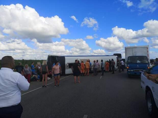 В Доминикане перевернулся автобус с 39 российскими туристами
