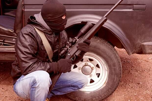 Полицейские застрелили двух молодых дагестанцев, открывших по ним огонь из автомобиля
