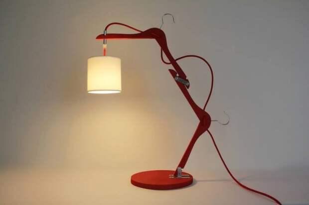 Лампа. Из вешалок плечиков