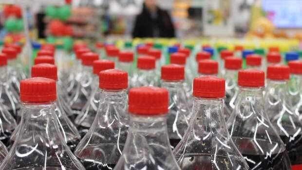 Экономист оценил риски для бизнеса от введения акциза на сладкие напитки
