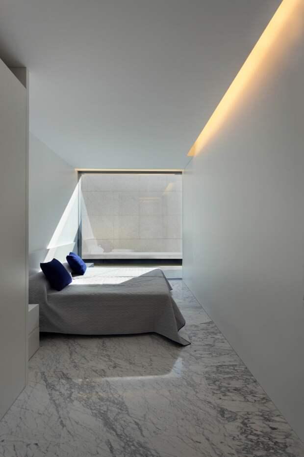 Дом из стекла и алюминия в Мадриде