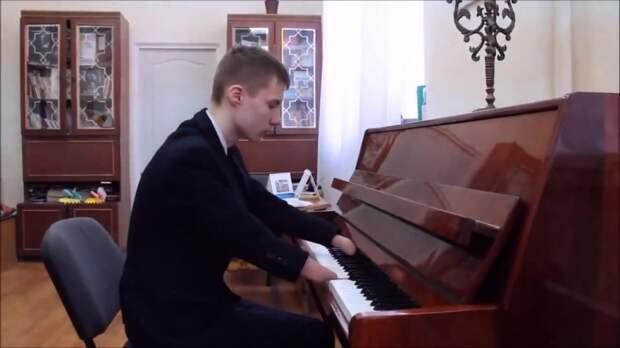 15-летний пианист без пальцев