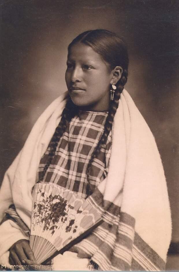 Североамериканская индианка (индеанка) из народа шайеннов (чейенны). Фото
